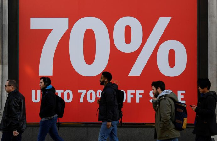 UK retailers fear biggest fall in sales since 2009