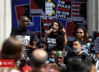 Hundreds join protest outside Tottenham Police Station